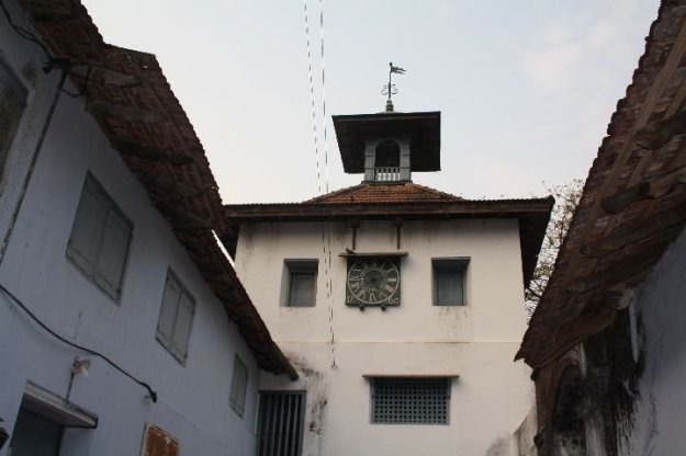 Oldest Jewish Synagogue lies in India at Fort Kochi - Pardesi Synagogue